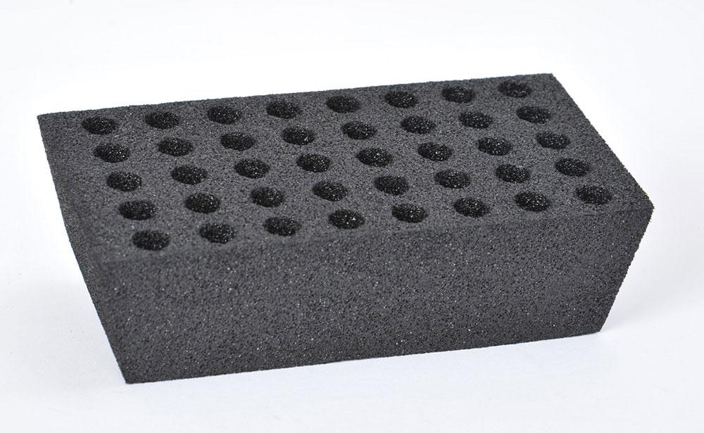 Piece en mousse polyéthylène conductrice pour l'industrie pyrothechnique