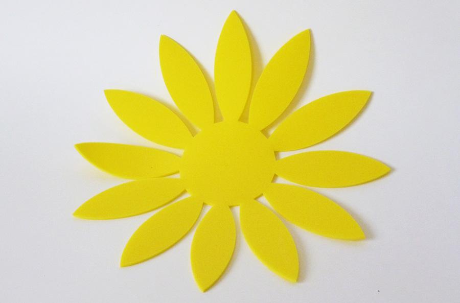 Deco fleur en mousse jaune