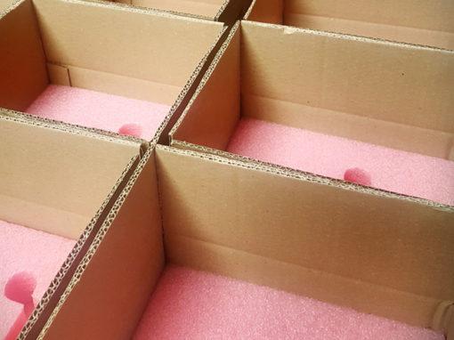 Mousse antistatique et carton pour envoi composants électroniques