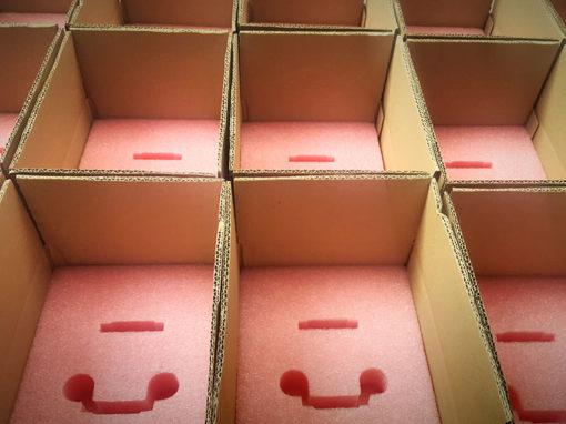Mousse antistatique + carton pour envoi de composants électroniques