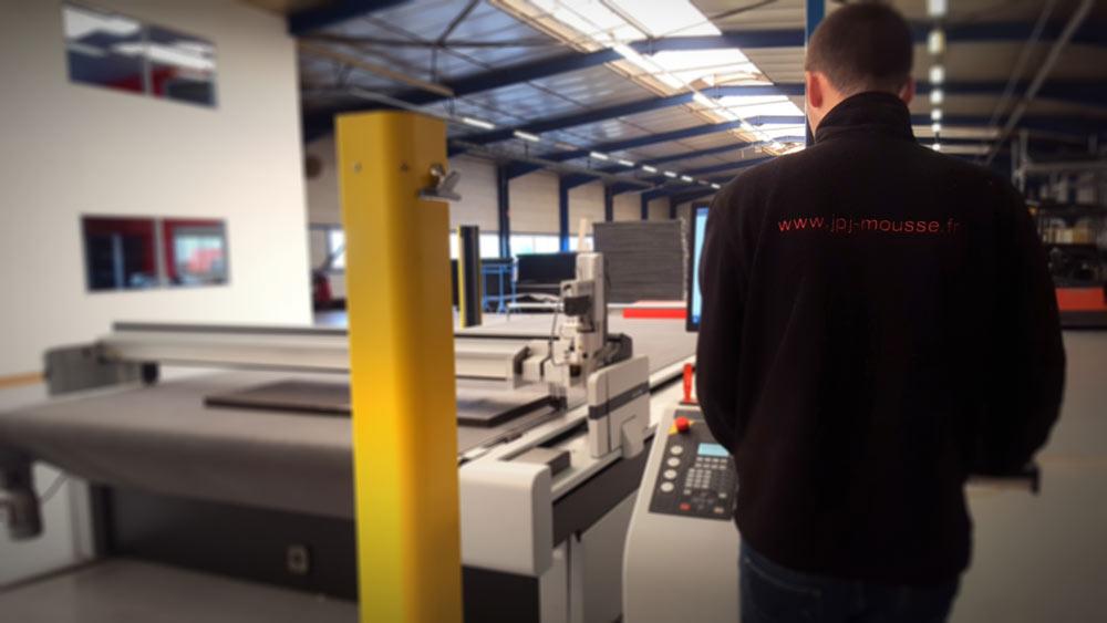 technicien de production sur machine numérique