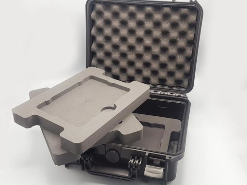 3 plateaux en mousse dans une petite valise technique