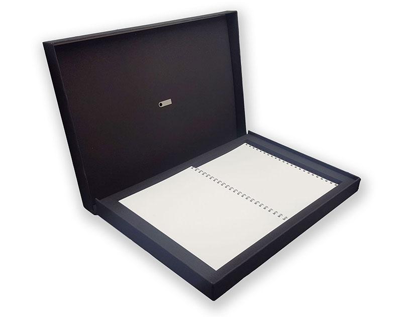 coffret noire avec objets promotionnel (calepin et clé USB)