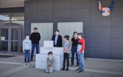 JPJ donne 800 visières antiprojection aux écoliers d'Aillant-sur-Tholon